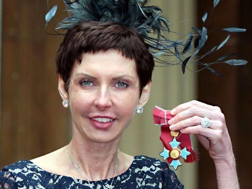 Ratu Judi Dennis Coates jadi CEO Terkaya, Bos Apple Lewat