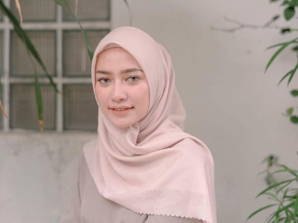 5 Merek Hijab Anti Kusut, Nggak Perlu Disetrika Lagi