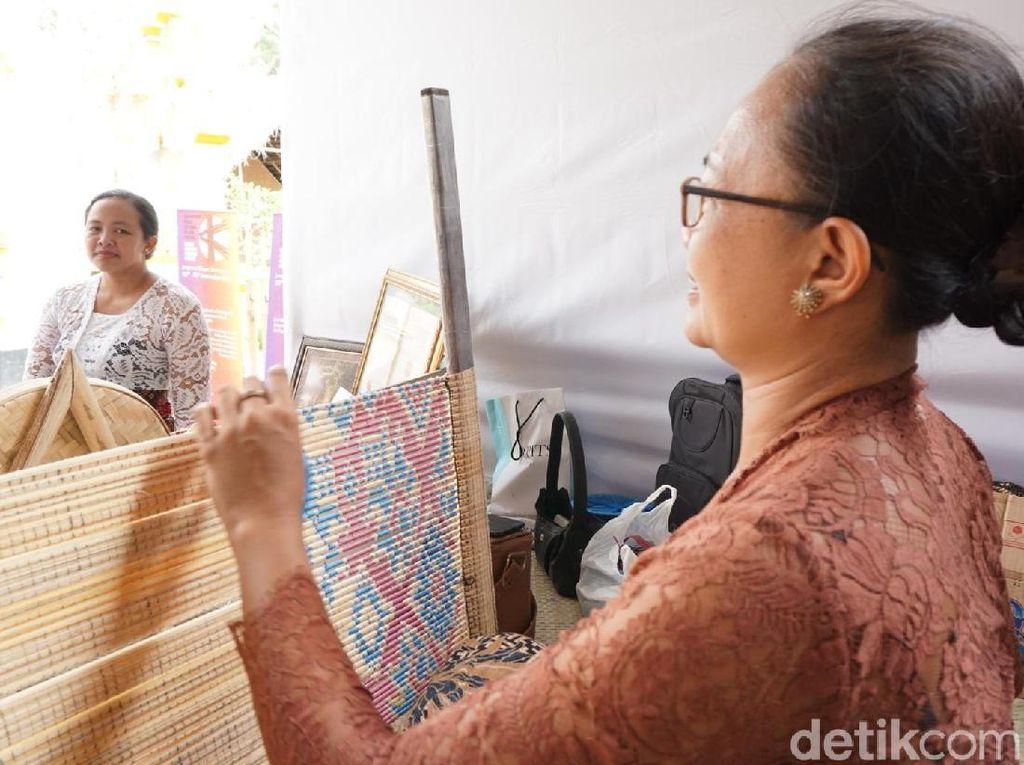 Kenapa Tenun Gringsing Bali Harganya Jutaan Rupiah?