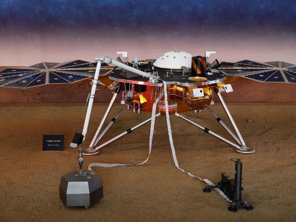 Detik-detik Robot InSight Mendarat di Mars
