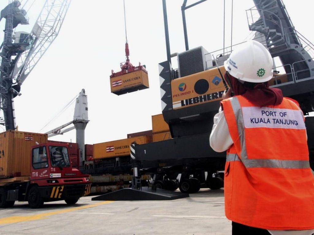 Pelabuhan Kuala Tanjung Diuji Coba Kirim Kargo Domestik