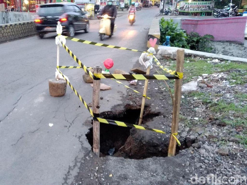 Tolong, Ada Lubang Menganga di Jalanan Kota Malang Ini!