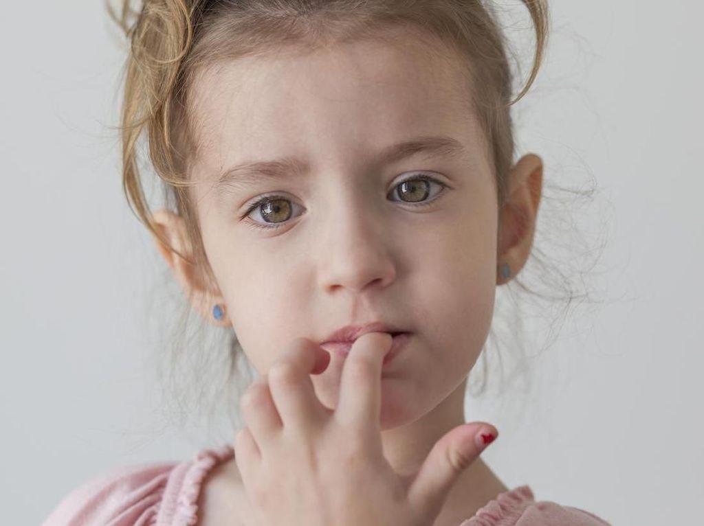 4 Tips Hentikan Kebiasaan Anak Menggigit Kuku