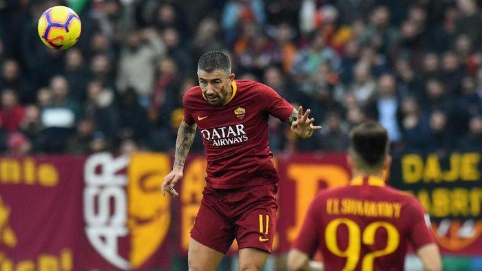 Aleksandar Kolarov merespons kritik fans terhadap performa AS Roma (Foto: Alessandro Sabattini/Getty Images)