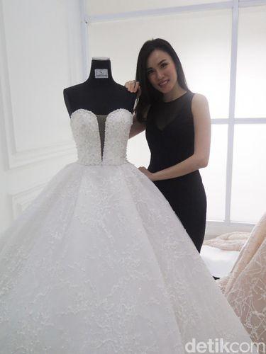Mengenal Cynthia Tan Desainer Gaun Pengantin Favorit Sandra