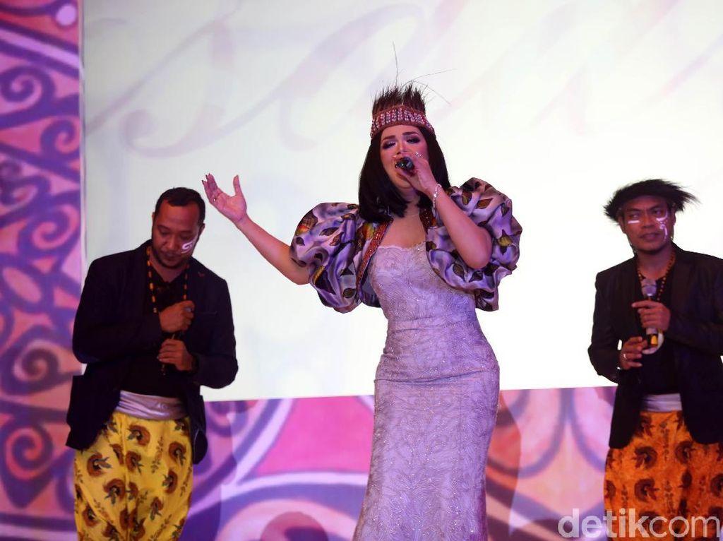 Krisdayanti Meriahkan Malam Pesona Papua Barat