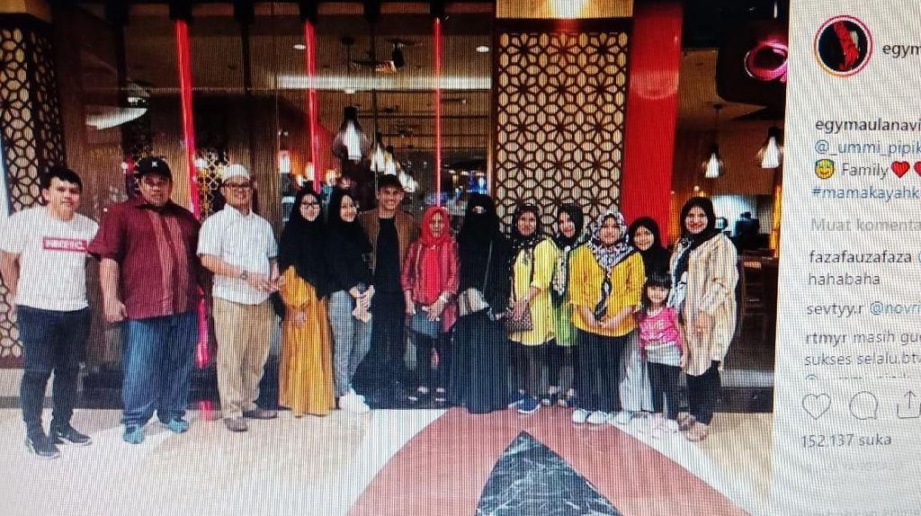 Tulis Family di Ucapan Ultah Umi Pipik, Egy Maulana Direstui Jadi Mantu?