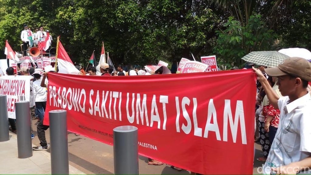Protes Komentar Prabowo Subianto, Massa Demo di Kedubes Australia