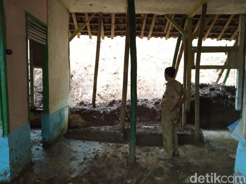 5 Rumah Rusak Diterjang Longsor di Ciamis