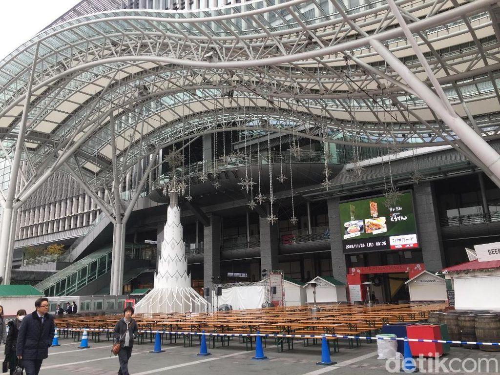 Betahnya Nongkrong Berjam-jam di Stasiun Kereta Jepang