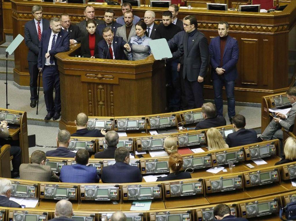Parlemen Ukraina Dukung UU Darurat Militer
