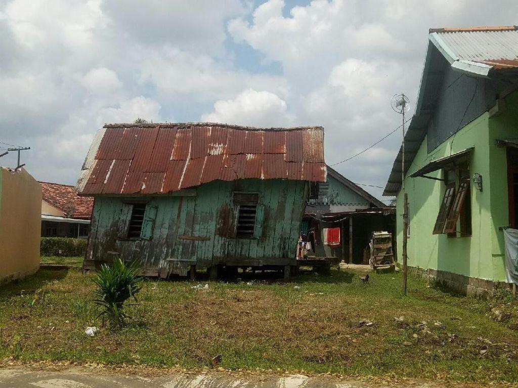 Penampakan Keluarga di Palembang yang Tinggali Rumah Nyaris Roboh