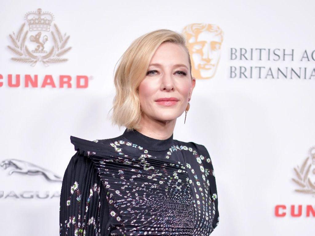 Lebih Mewah dari Emas! Ultah Pernikahan, Cate Blanchett Dapat Papan Setrikaan