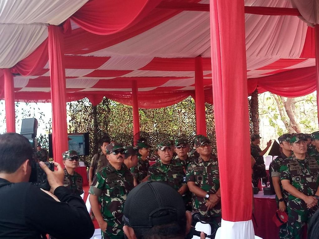 Panglima TNI Tinjau Latihan Bantuan Tempur Terpadu di Situbondo