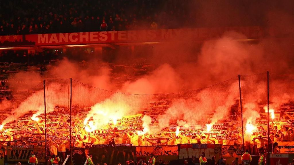 Nyali Besar Pendukung Young Boys di Old Trafford