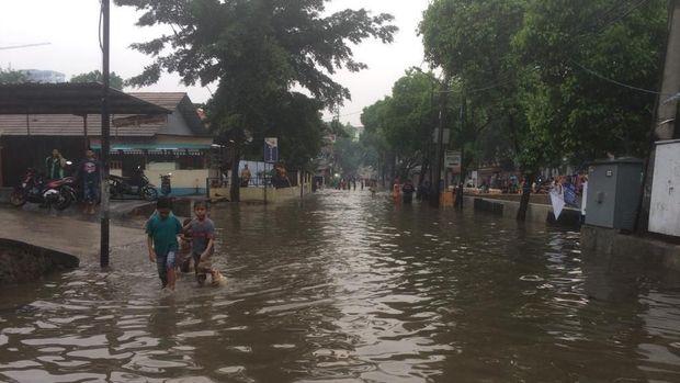 Jalan Swadarma Raya Banjir, Ciledug Raya Macet Parah
