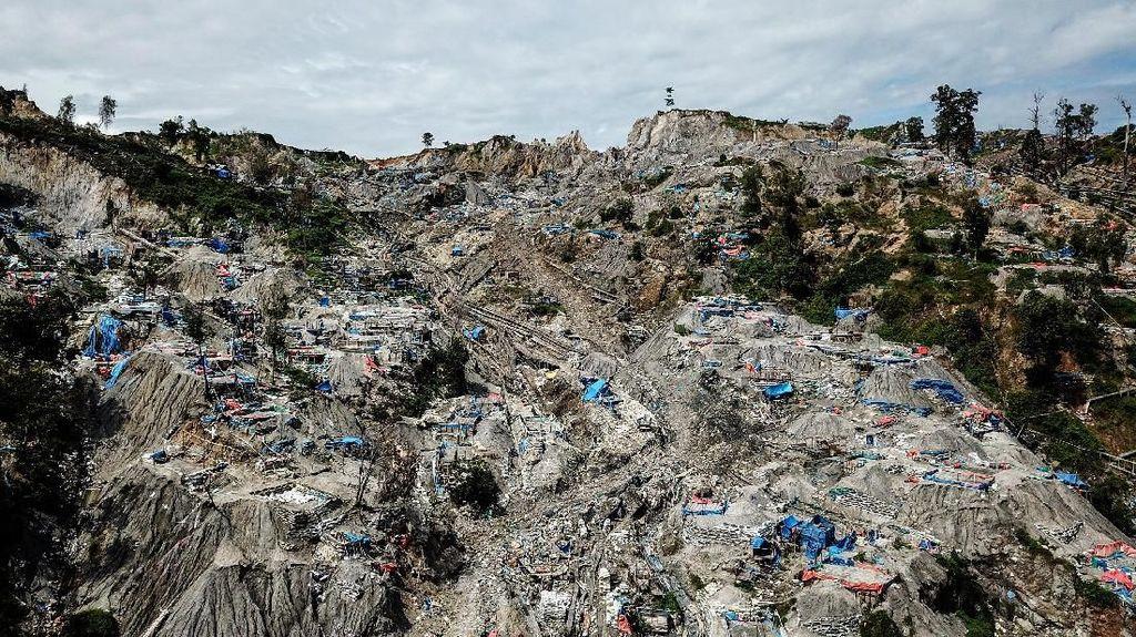 Begini Penampakan Tambang Emas Ilegal Gunung Botak yang Cemari Lingkungan
