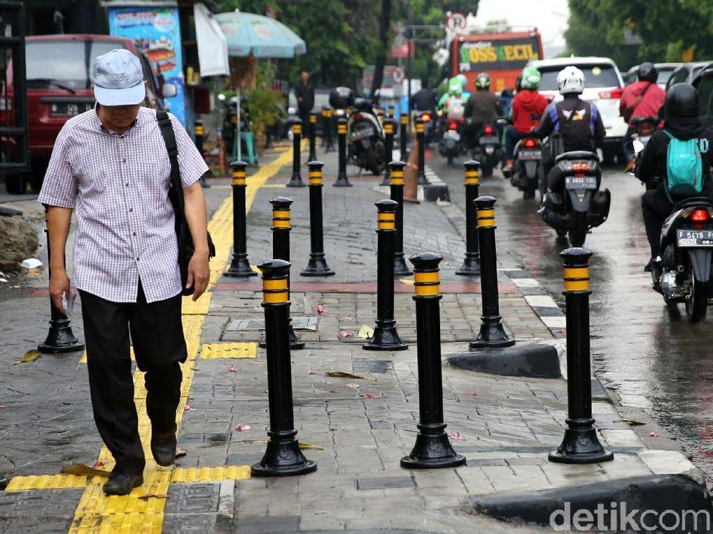 Koalisi Pejalan Kaki Soal Pemasangan Bollards: Sudah Tepat Itu