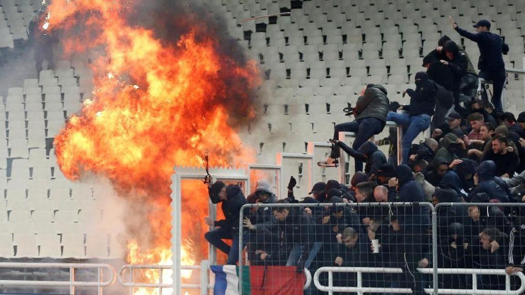 Suporter Ajax dan AEK Athena Bentrok, 11 Orang Terluka