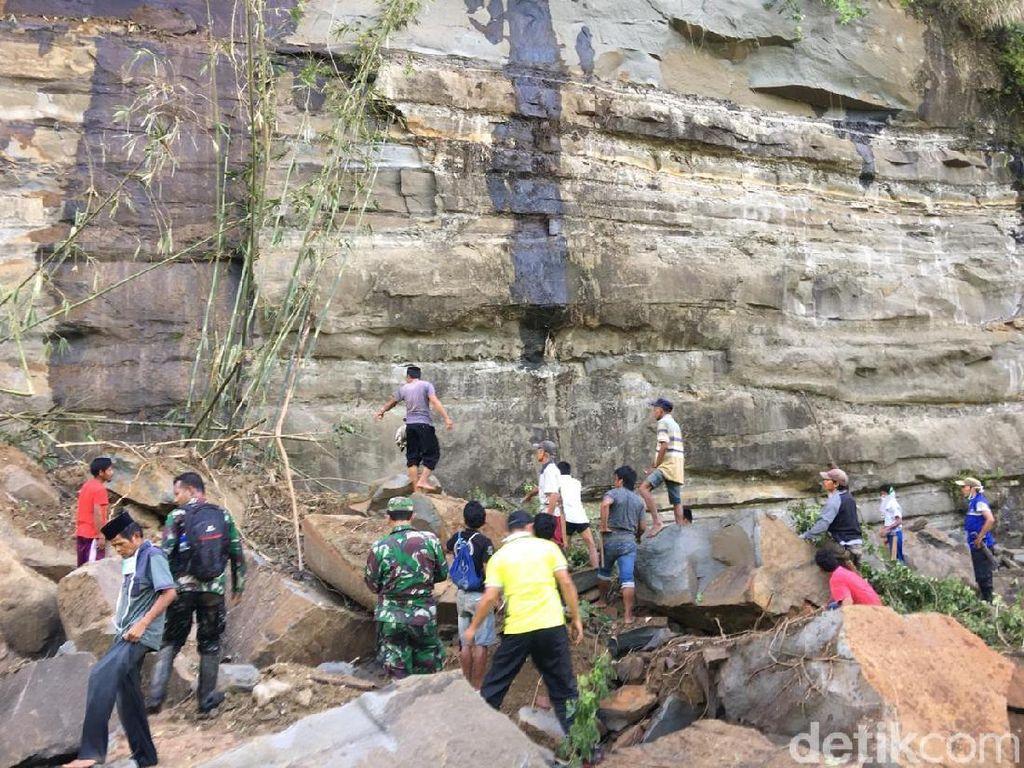 Dahsyatnya Reruntuhan Tebing Batu yang Tewaskan 2 Warga Sulbar