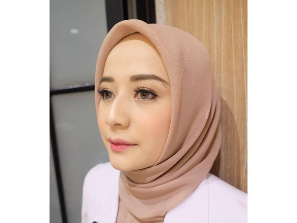 10 Potret Cantiknya Nabilla, Dokter Muda Berhijab Asal Bandung