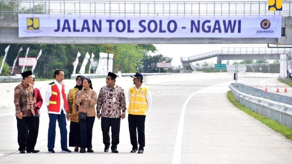Senangnya Jokowi Resmikan Tol Sragen-Ngawi