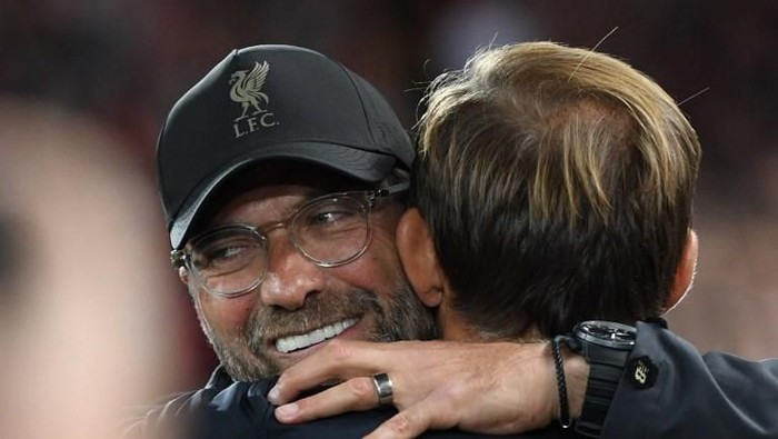 Liverpools German manager Jurgen Klopp (L) greets Paris Saint-Germains German coach Thomas Tuchel before the UEFA Champions League group C football match between Liverpool and Paris Saint-Germain at Anfield in Liverpool, north west England on September 18, 2018. (Photo by Paul ELLIS / AFP)