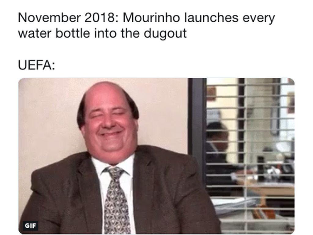 Semua pun Terbelalak dengan Aksi Banting Botol Mourinho...