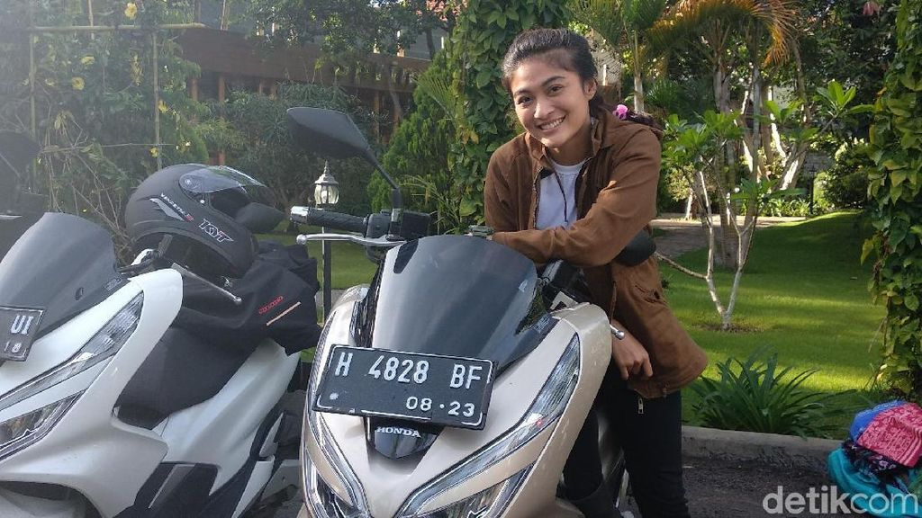 Fina Phillipe, Presenter Cantik yang Doyan Riding