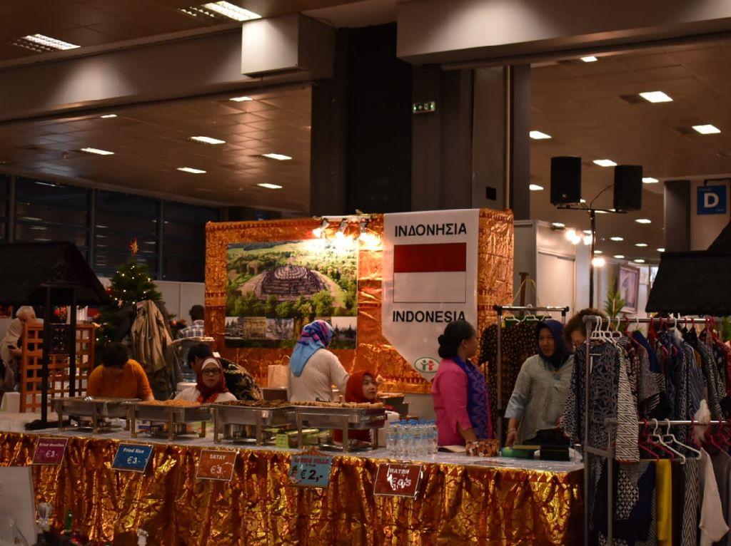 Christmas Bazaar di Athena Diikuti Negara-negara Mayoritas Muslim