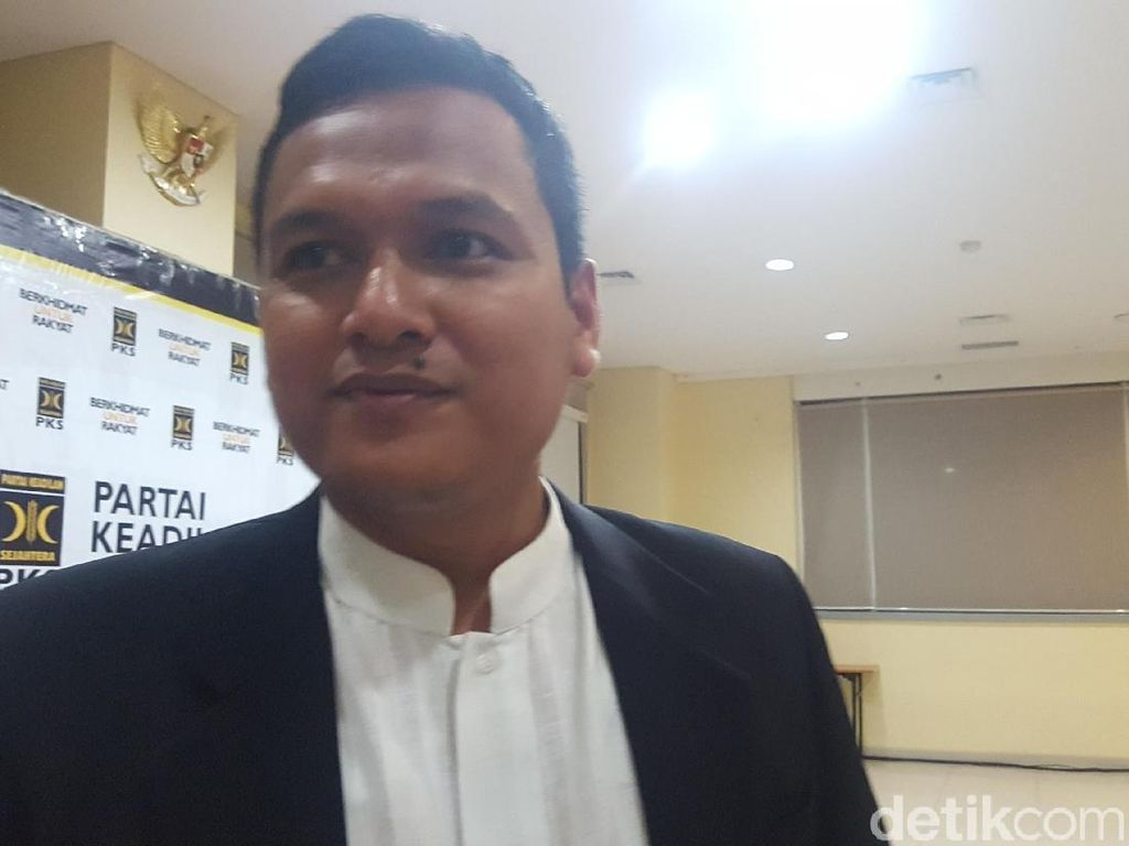 PKS Tepis Kritik Fahri soal Pajak Motor: Itu Berlebihan, Lebay