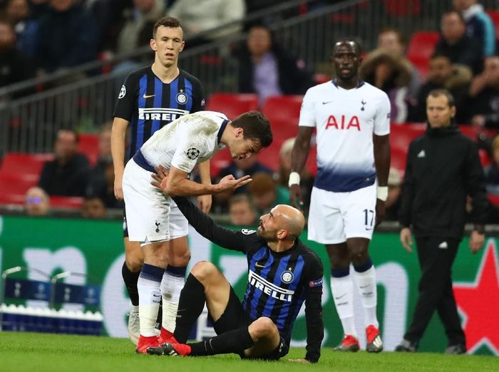 Borja Valero di laga melawan Tottenham Hotspur. (Foto: Dan Istitene/Getty Images)