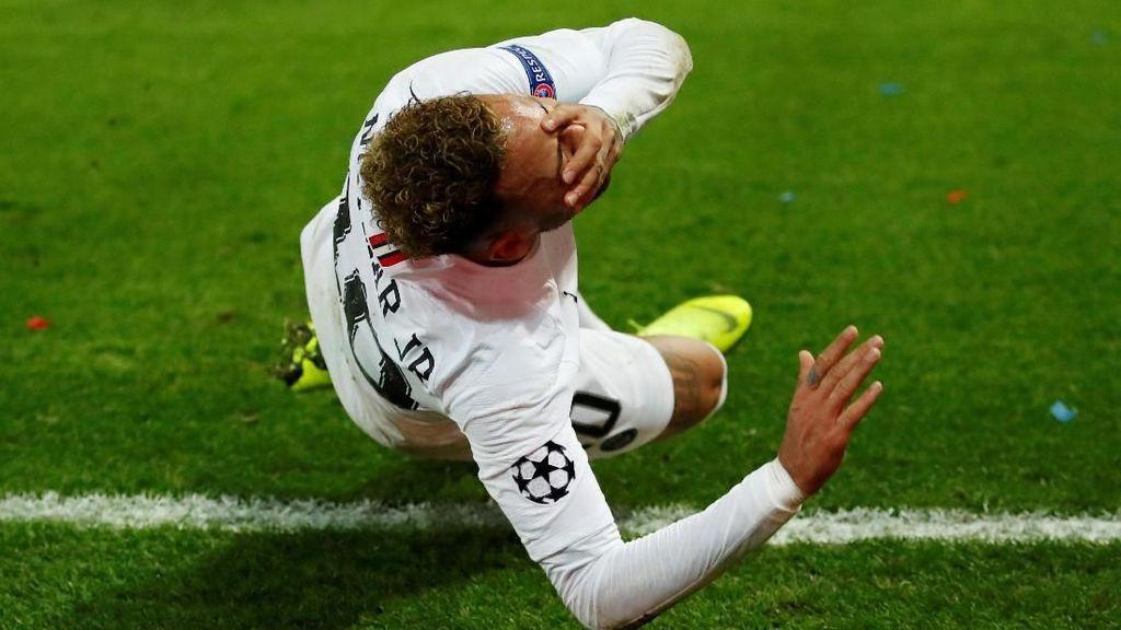 Neymar vs Liverpool: Terguling, Meringis, Bikin Gol