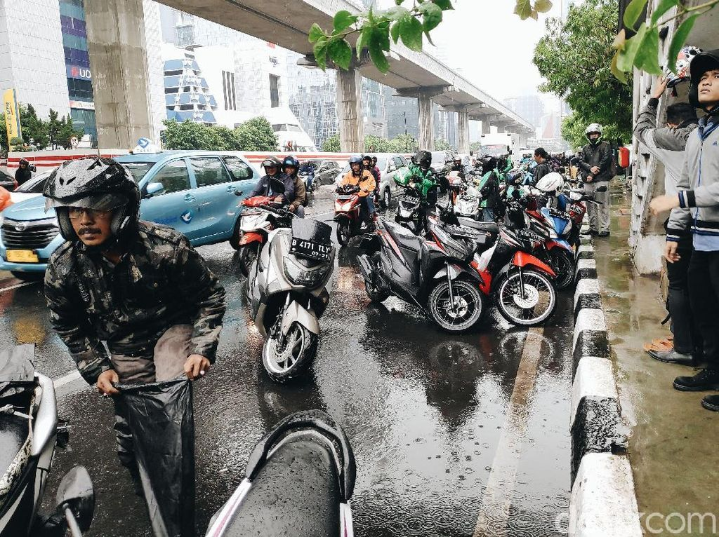 Malas Cuci Motor Setelah Kena Hujan? Ini Akibatnya