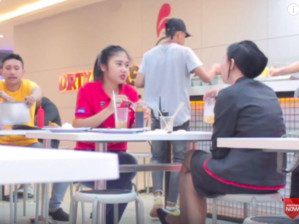 Kocak! Ini 5 Orang yang Buat Prank Bawa Rice Cooker ke Resto Fast Food