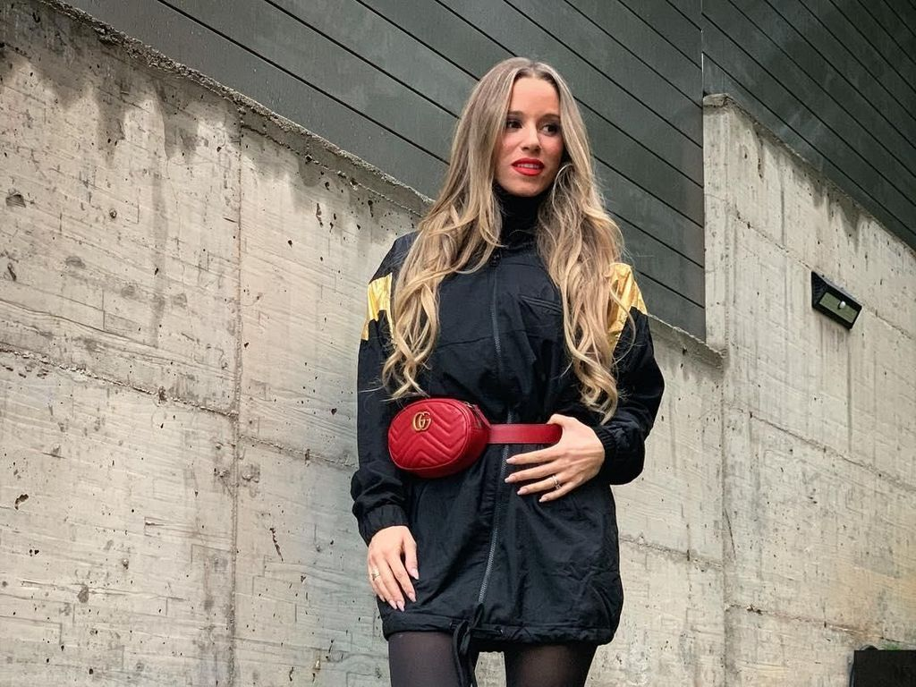 Dulu Jadi Pelayan, Kisah Wanita Cantik yang Jadi Istri Pemain FC Barcelona