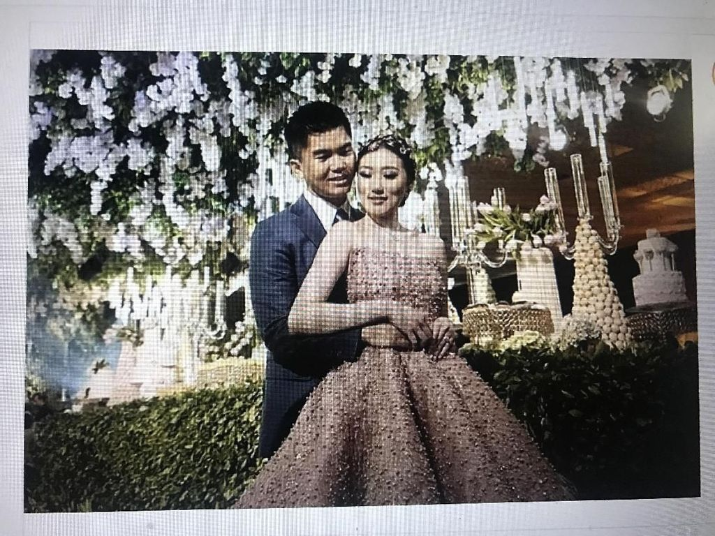 Menikah, Crazy Rich Surabayan Hias Kuku Bertabur Kristal Swarovski