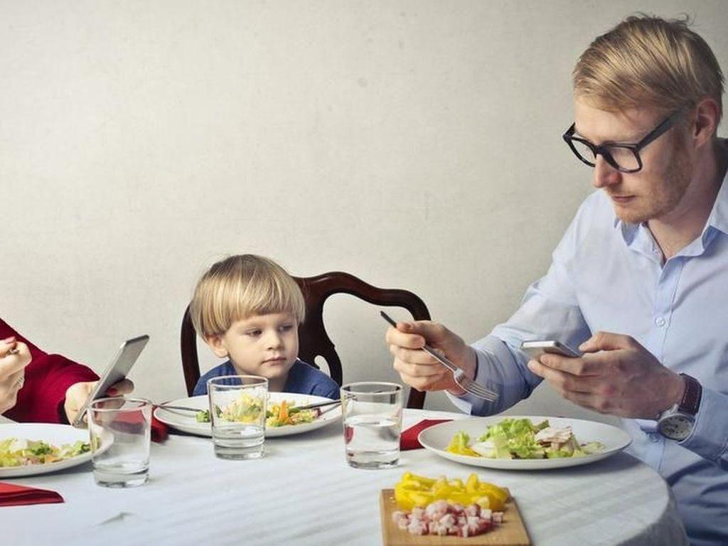Di Resto Ini, Anak-anak Bisa Makan Gratis Asal Orangtua Titipkan HP