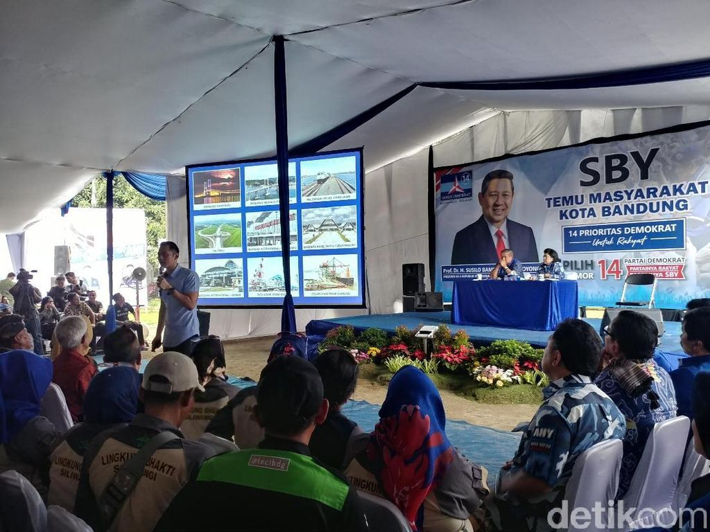 SBY Sekeluarga Temui Kader dan Simpatisan di Bandung