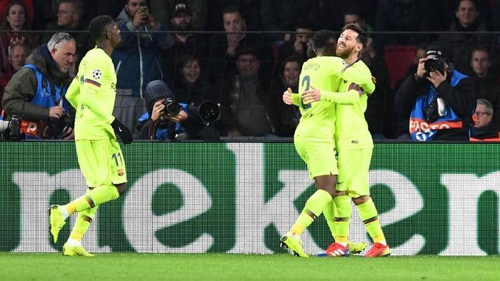 Ousmane Dembele dan Lionel Messi di saat Barcelona mengalahkam PSV Eindhoven. (Foto: Toussaint Kluiters/Reuters)