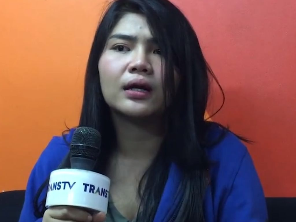 Ayah Dewi Perssik Meninggal, Meldi: Saya Lebih Hancur