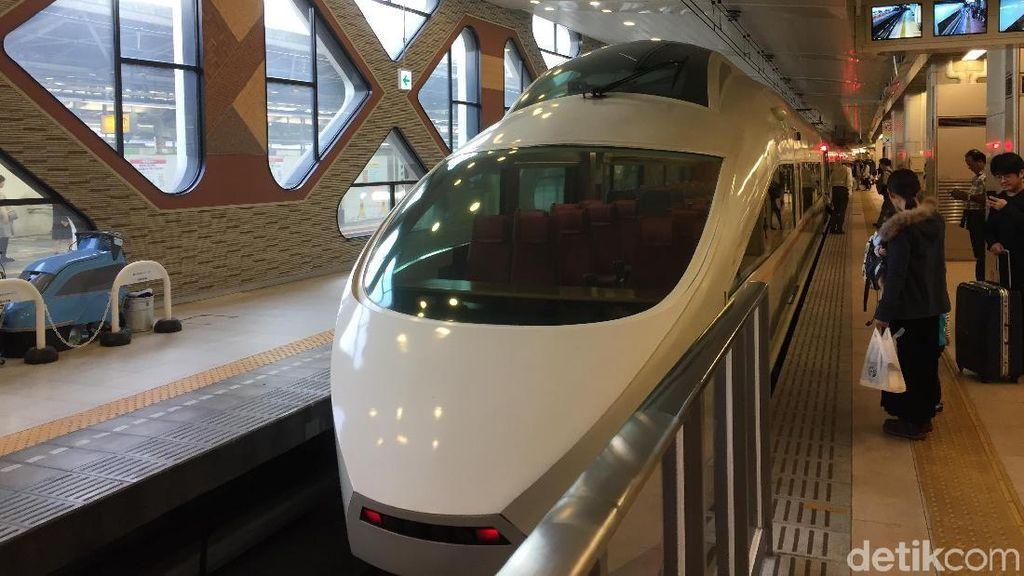 Megahnya Kereta Wisata Raksasa Ala Jepang