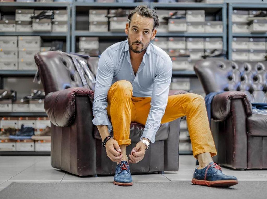 Kocak, Video Viral Pria Coba Sepatu di Toko Tapi Dikira Ingin Mencuri
