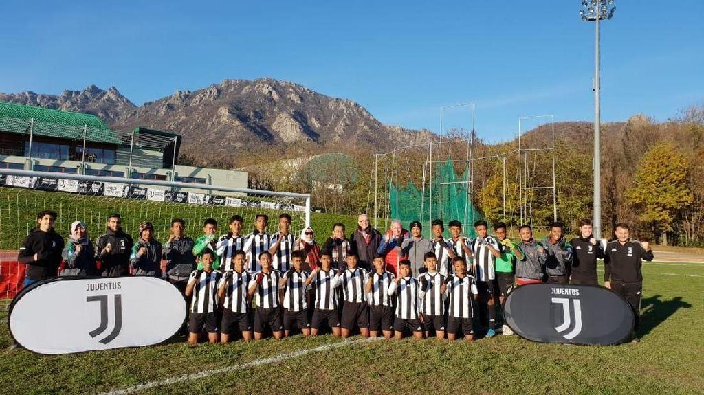Siswa Indonesia Berlatih di Akademi Sepak Bola Juventus di Turin