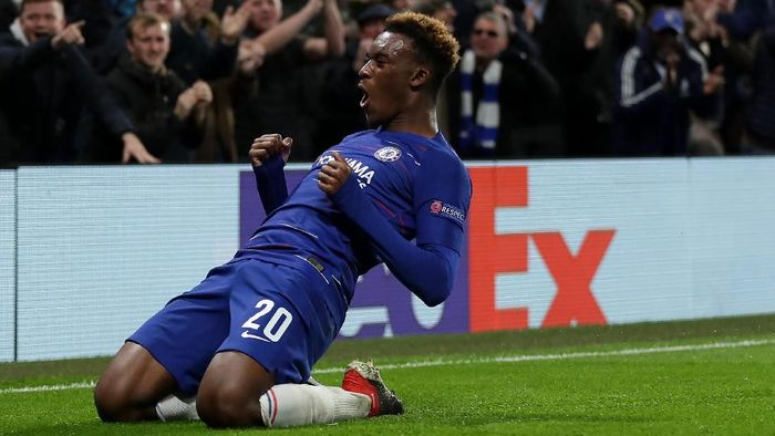 LONDON, ENGLAND - NOVEMBER 29: Callum Hudson-Odoi of Chelsea celebrates after scoring his teams third goal during the UEFA Europa League Group L match between Chelsea and PAOK at Stamford Bridge on November 29, 2018 in London, United Kingdom.  (Photo by Richard Heathcote/Getty Images)