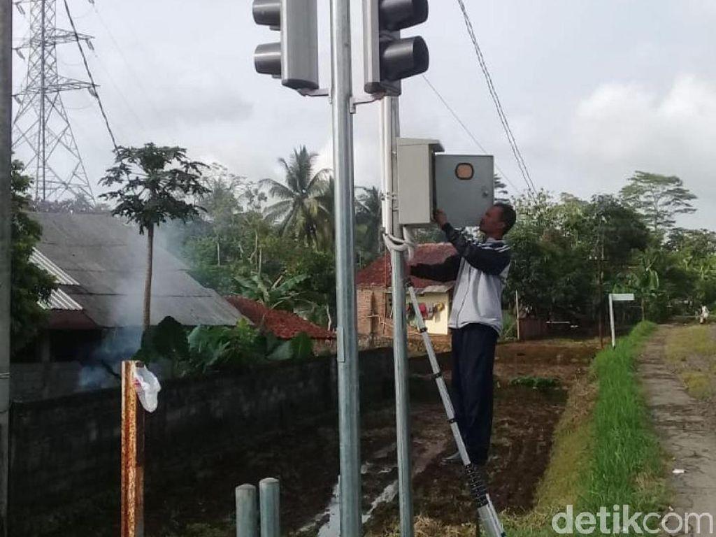 Detektor Kawal Perlintasan Kereta Tak Berpintu di Ciamis