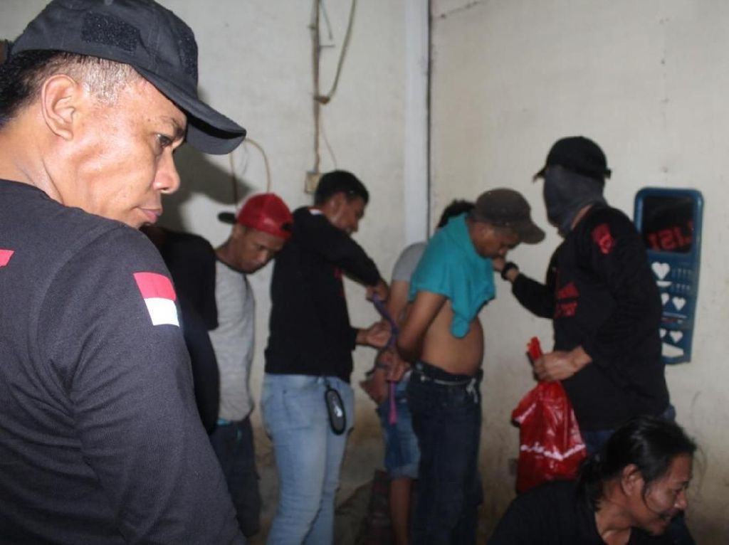 Pesta Sabu di Gang Venus Jakbar, 14 Pemuda Dicokok Polisi
