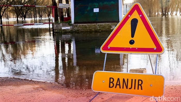 Ilustrasi Jalan tertutup akibat banjir, pengalihan arus akibat banjir, awas banjir