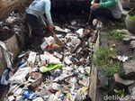 Gimana Nggak Banjir Kalau Sampahnya Menumpuk di Drainase Begini?