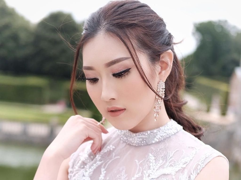 Kecantikan Clarissa, Calon Istri Crazy Rich Surabayan di Foto Prewedding
